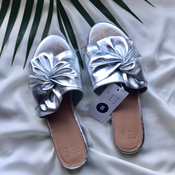 2da3915d47c Huntress Metallic Knotted slide Sandals
